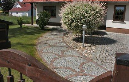 Beispielhafte gartenwege im vorgarten - Gestaltung gartenwege ...
